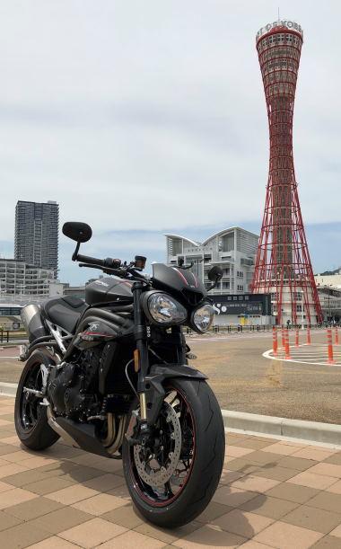 スピードトリプルRSとポートタワー