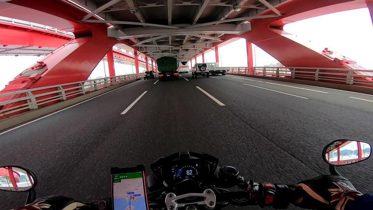 スピードトリプルRSで神戸大橋