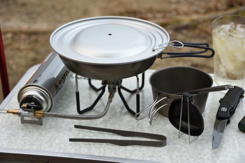 ソロキャンプの鍋料理クッカー