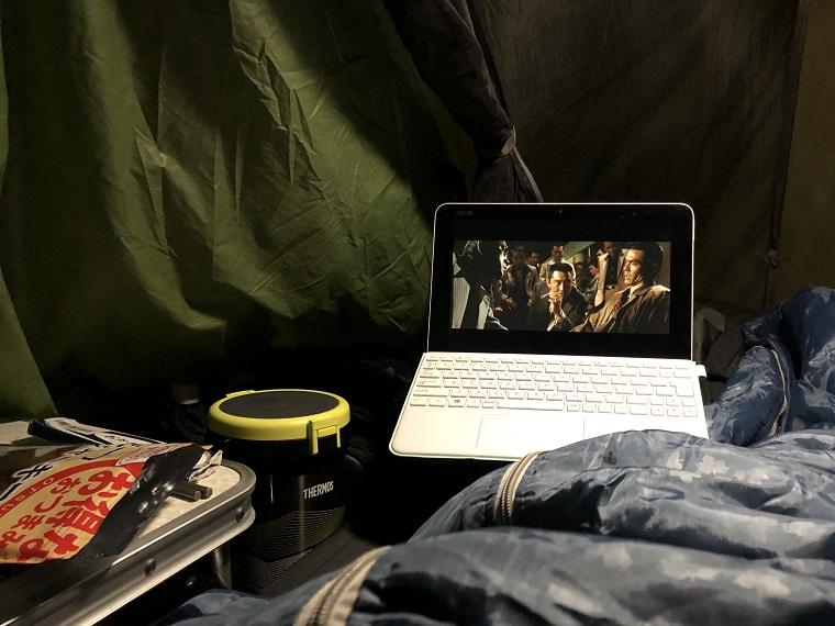 キャンプの夜は映画
